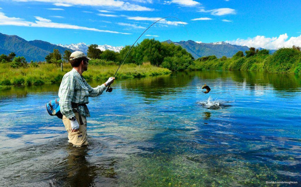 صيد الأسماك من الرياضات و الهوايات المنتشرة في هذه المنطقة