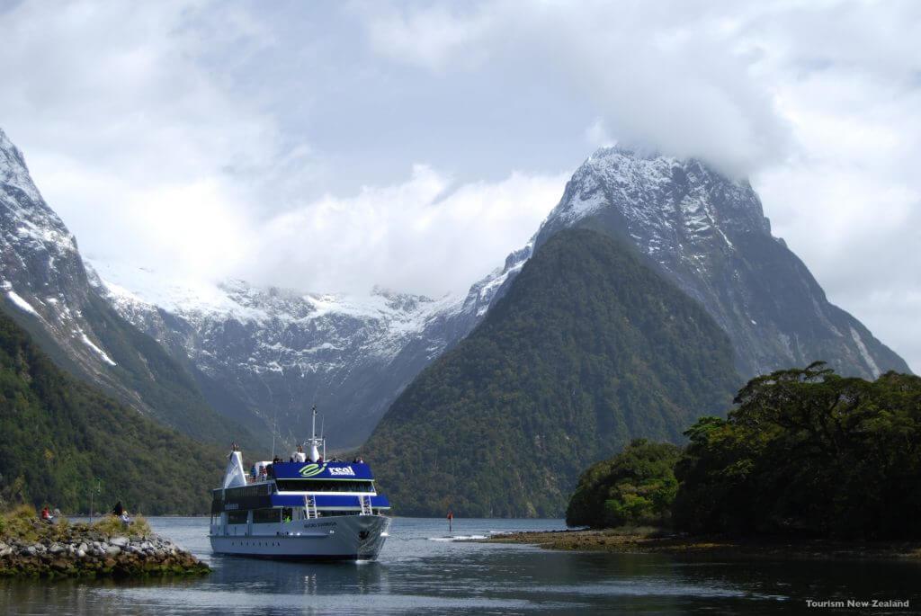 هدوء وسكينة ومغامرة منعشة في حضور الجبال الشامخة و الطبيعة الخلابة - الصورة لـ Tourism New Zealand