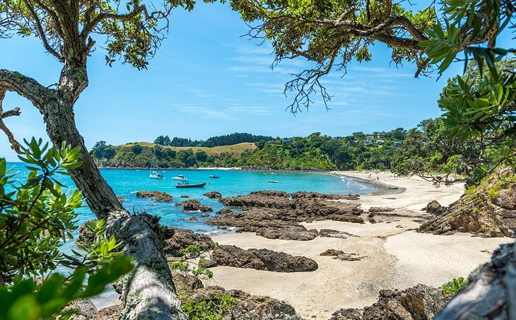 جانب من شواطئ جزيرة وايهيكي