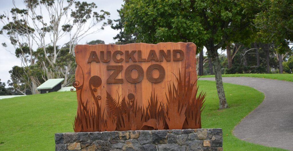 مدخل حديقة الحيوان في أوكلاند
